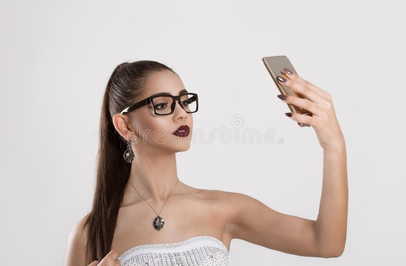 我美丽,并且我认识它 Selfie射击 免版税库存照片