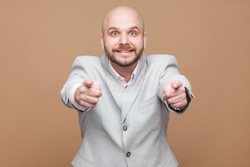 我认识您 英俊的中部画象变老了秃头有胡子的busine 免版税库存图片