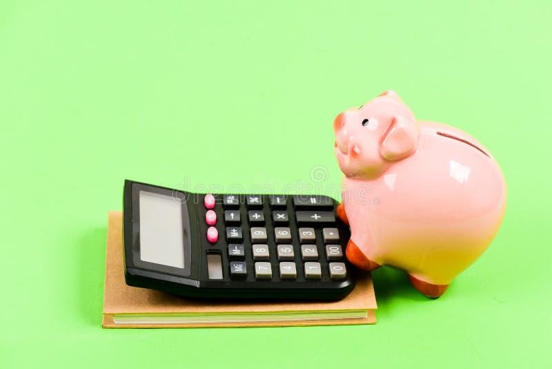 我需要金钱 资本管理 与计算器的moneybox r 簿记 E E 图库摄影