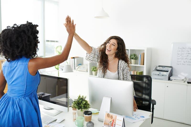 Download 我们执行它 库存图片. 图片 包括有 妇女, 概念, 总公司, 白种人, 相当, 经理, 成功, 同事, 团结 - 62529555