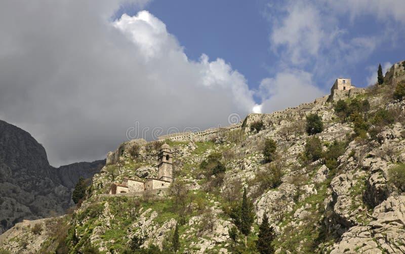 我们的健康的夫人堡垒和教会废墟在科托尔 黑山 免版税库存图片