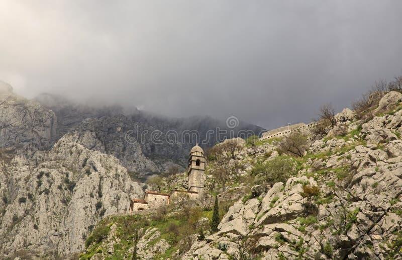 我们的健康的夫人堡垒和教会废墟在科托尔 黑山 库存图片