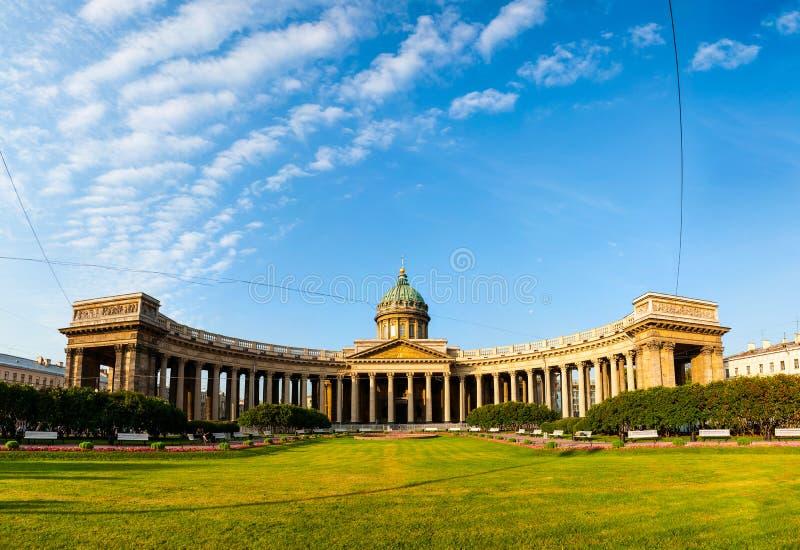 我们的喀山的夫人大教堂在圣彼得堡 免版税库存图片