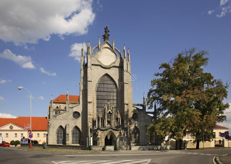 我们的夫人和圣约翰的做法的教会浸礼会教友在Kutna Hora cesky捷克krumlov中世纪老共和国城镇视图 免版税图库摄影