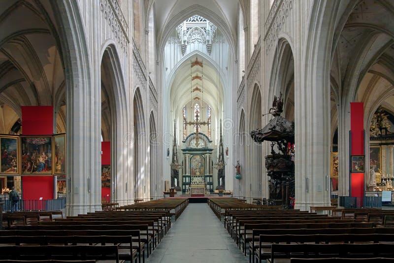我们的夫人大教堂的内部在安特卫普,比利时 图库摄影