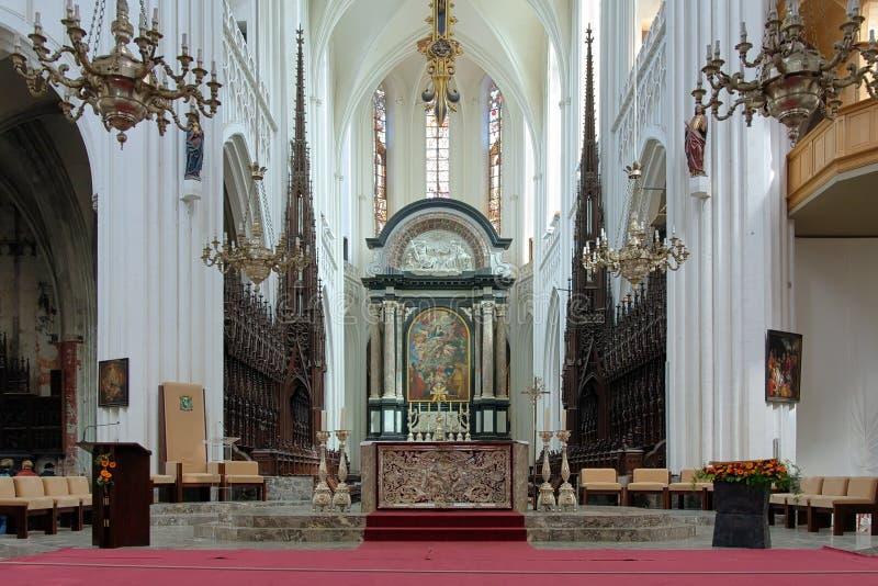 我们的夫人大教堂的唱诗班和法坛在安特卫普 免版税图库摄影