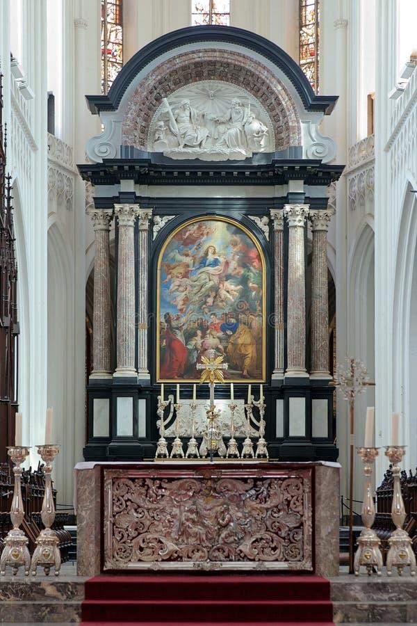 我们的夫人大教堂的法坛在安特卫普,贝耳 免版税图库摄影