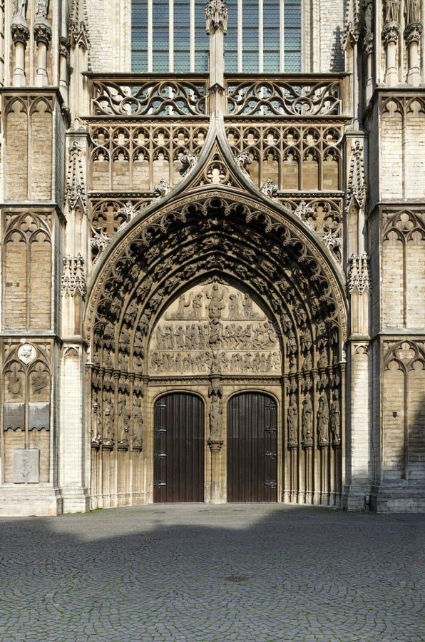 我们的夫人大教堂的主要门户在安特卫普 免版税库存照片