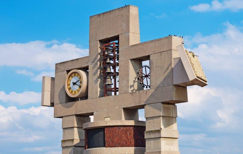 我们的夫人瓜达卢佩河,墨西哥城大教堂的钟楼和时钟  库存照片
