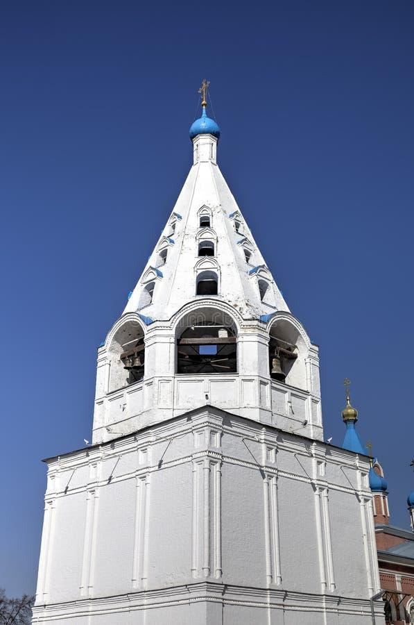 我们的Tikhvin的夫人象教会Belltower  库存图片
