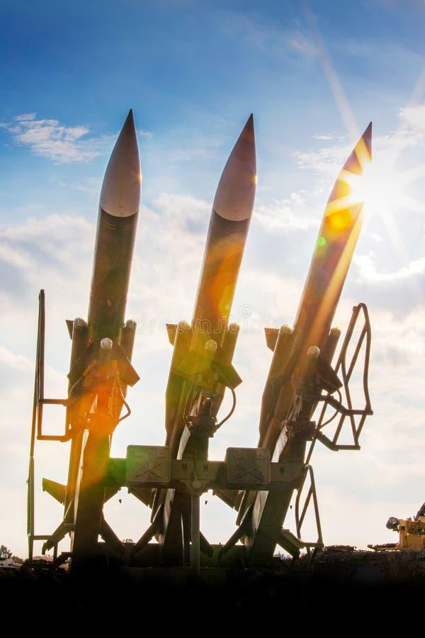 战争和武器-军队火炮-作战地空弹道 免版税库存图片