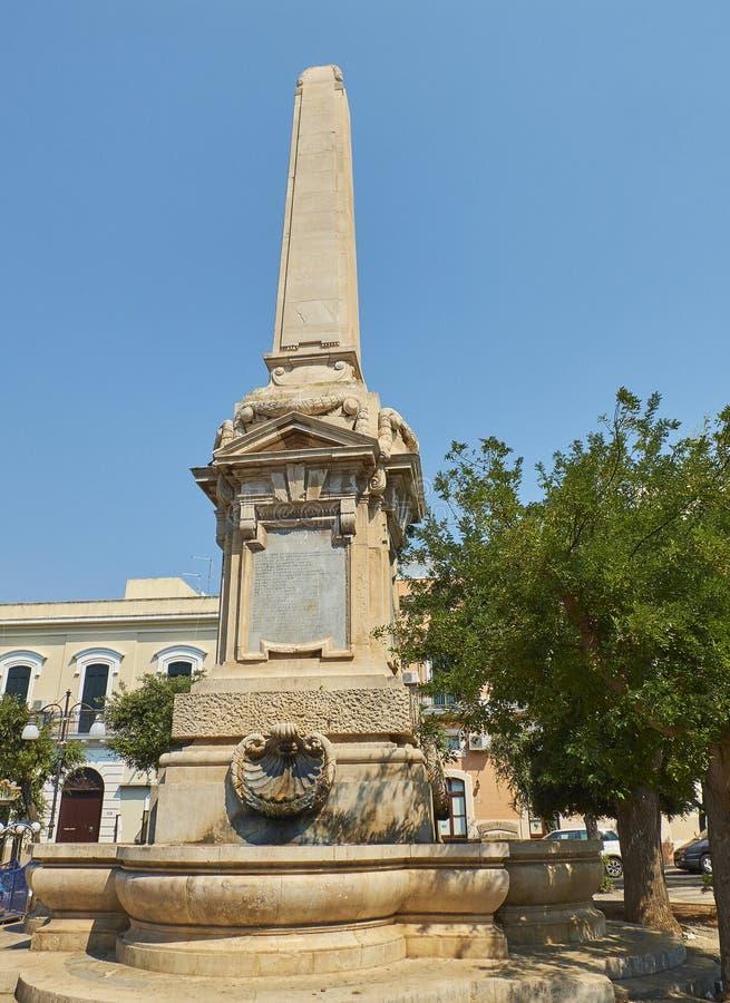 战争纪念建筑纪念碑, Monumento ai Caduti在Gallipoli,普利亚,意大利 库存图片