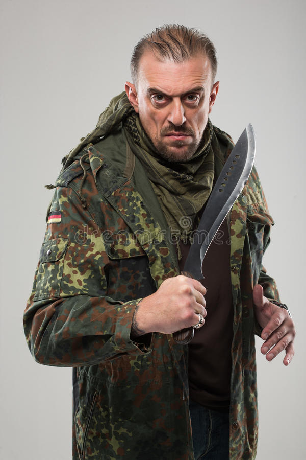 战士一致的举行的刀子的人 图库摄影