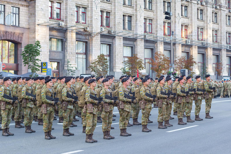 战士为游行做准备 免版税库存照片