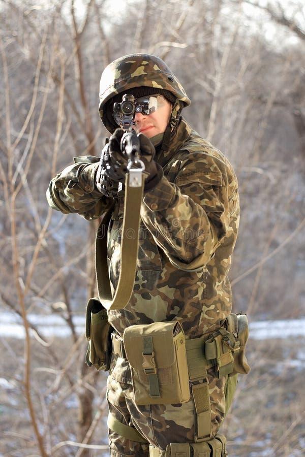 战士纵向有枪的 库存照片