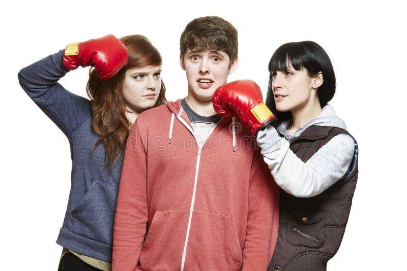 战斗与拳击手套的少年兄弟姐妹 免版税库存照片