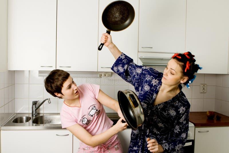 战斗厨房批评新的妇女 库存照片
