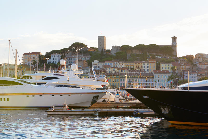 Download 戛纳Le Suquet老镇视图老港口,法国 编辑类图片. 图片 包括有 著名, 夏天, 里维埃拉, 假期 - 62531755