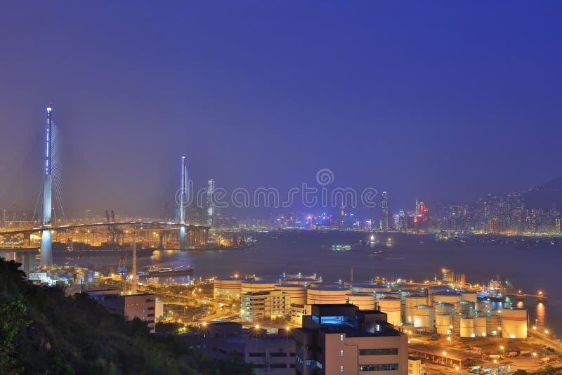 Download 截石机桥梁,香港在晚上 编辑类图片. 图片 包括有 石匠, 贿赂, 拖拉, 漫步者, 地标, 签名, 海岛 - 90782180