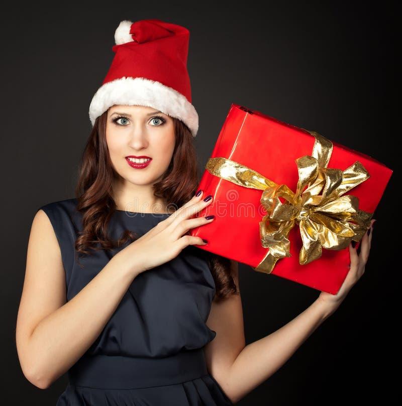 戴圣诞老人帽子的妇女 免版税图库摄影