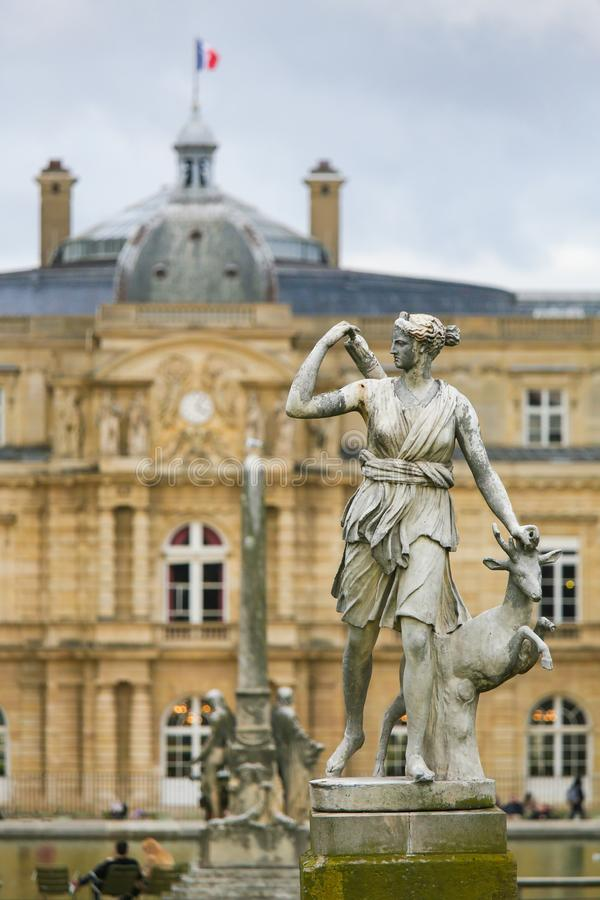 戴安娜在卢森堡公园,巴黎,法国雕象  免版税库存照片