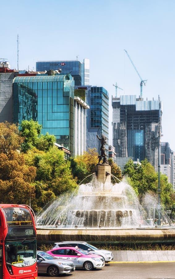 戴安娜在Paseo de La Reforma的喷泉环形交通枢纽在墨西哥城 图库摄影