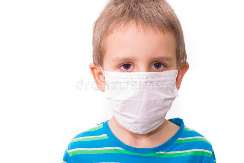戴有防病毒、冠状病毒或感染防护面具的男孩 免版税图库摄影