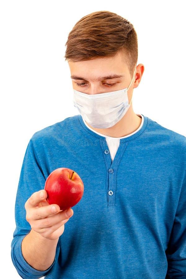 戴流感口罩的年轻人 免版税库存照片