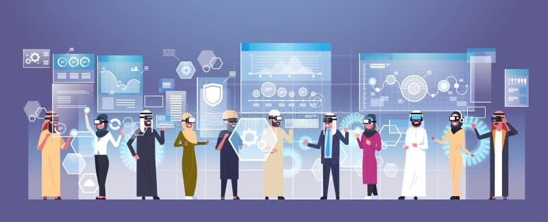 戴现代3d眼镜的小组阿拉伯商人使用未来派用户界面虚拟现实技术 皇族释放例证