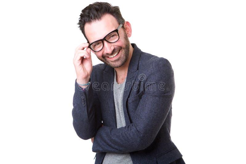 戴眼镜的可爱的中年人微笑反对白色背景的 免版税库存照片