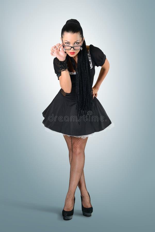 戴眼镜的迷人的性感的佣人 免版税图库摄影