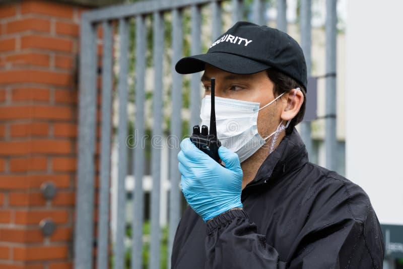 戴面具的保安 免版税库存图片