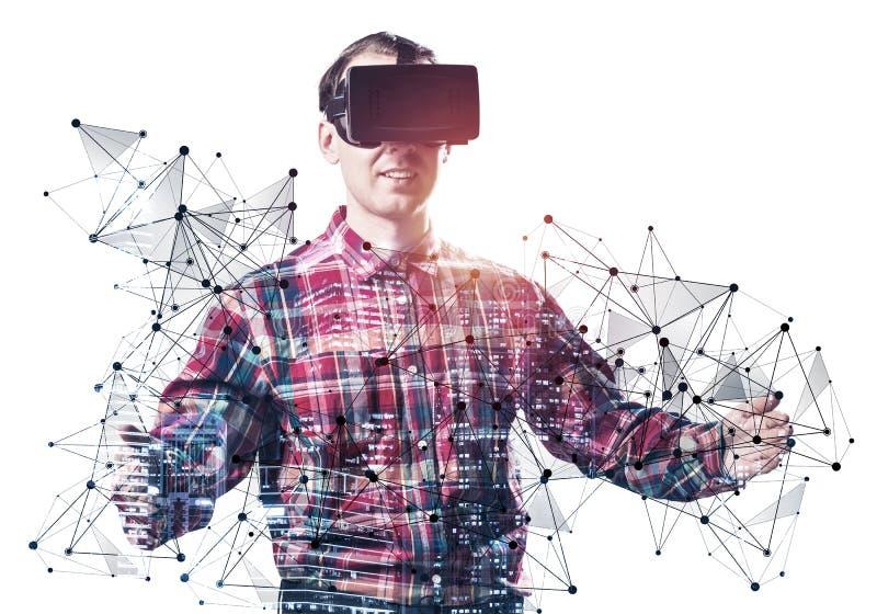戴VR眼镜的年轻人 库存图片