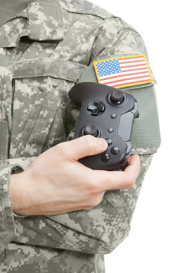 户内接近军人射击有控制器的在手中 免版税图库摄影