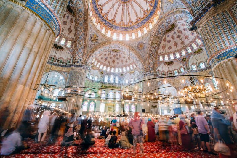 户内蓝色清真寺内部或Sultanahmet在伊斯坦布尔市在土耳其 库存照片