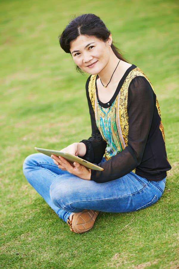 户外中国亚裔妇女 免版税库存图片