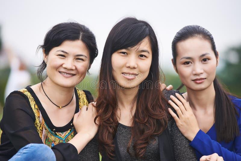户外中国亚裔妇女 免版税库存照片