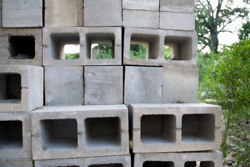户外具体块栅格在建造场所 图库摄影