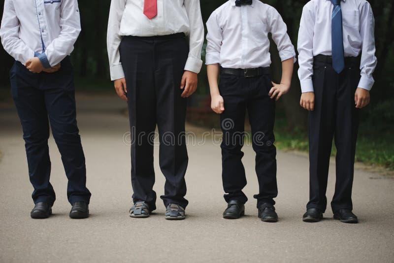 户外制服的年轻男孩 图库摄影