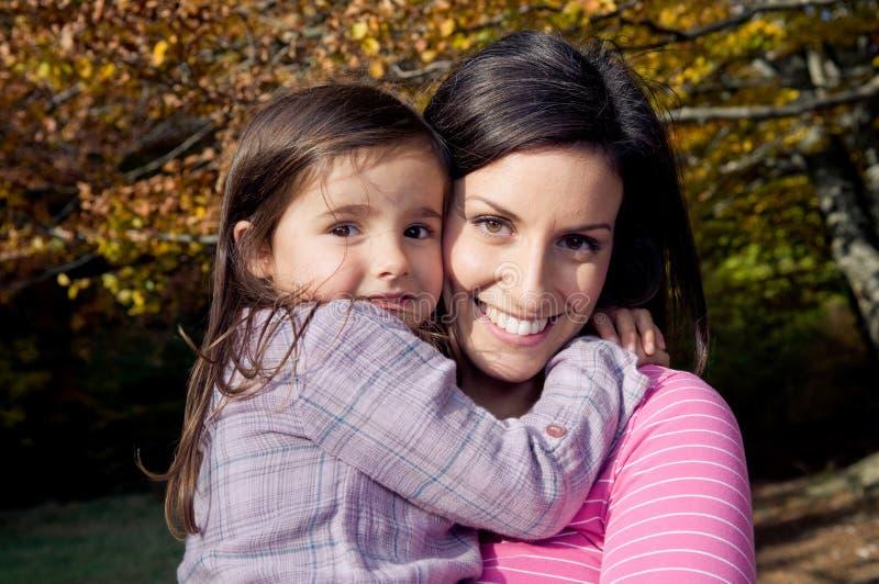 户外女儿母亲 免版税库存照片