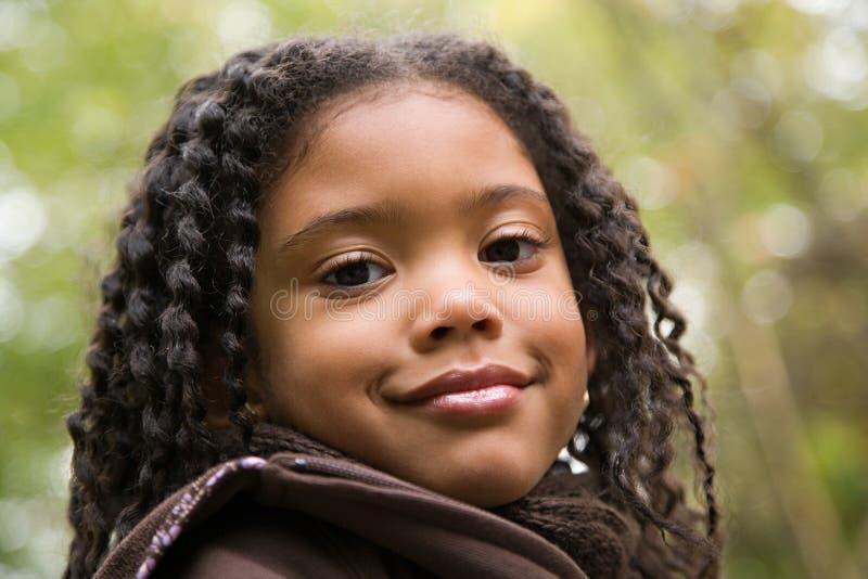 Download 户外女孩 库存照片. 图片 包括有 无罪, 种族, 头发, 卷曲, 森林, 秋天, 不耐烦, 童年, 目录 - 62533894
