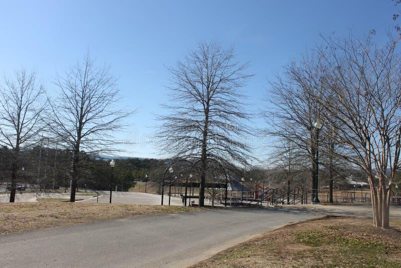 户外安置公园和蓝色公园 免版税库存图片