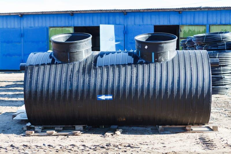 户外污水处理厂仓库外 很好聚乙烯为排水系统 免版税库存图片