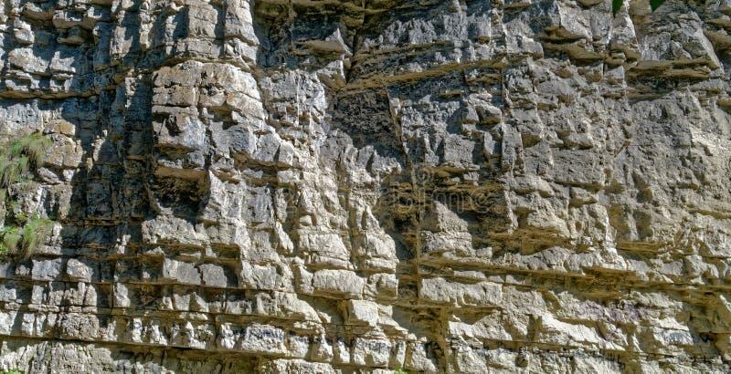 户外油母页岩作为背景 免版税库存图片