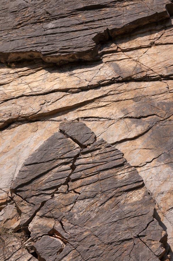 户外油母页岩作为背景 免版税库存照片
