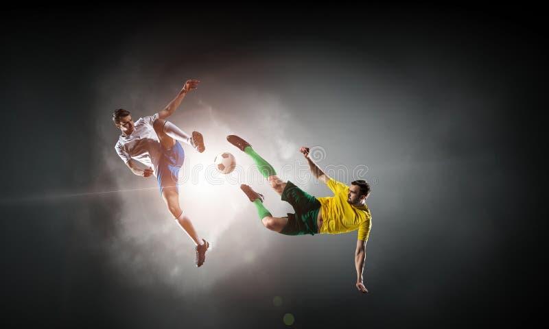 户外足球运动员 混合画法 免版税库存图片