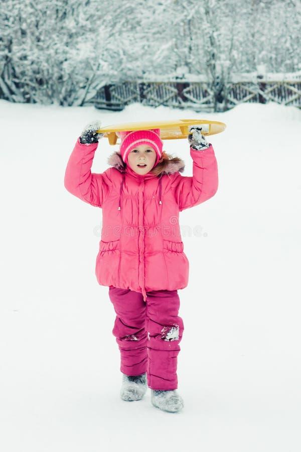户外婴孩冬天。 库存图片