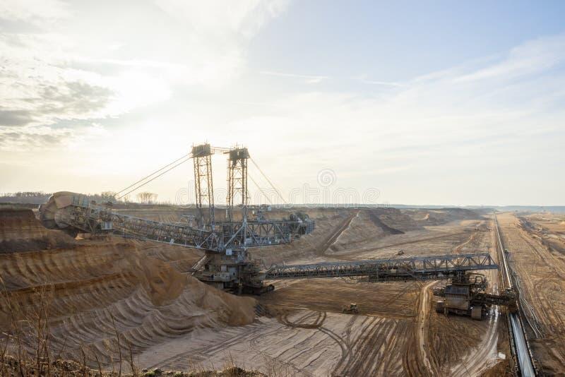 戽头转轮挖土机采矿 免版税库存照片