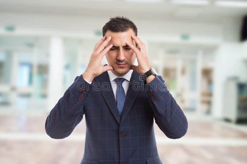 房地产开发商或地产商遭受的顶头痛苦 免版税库存图片