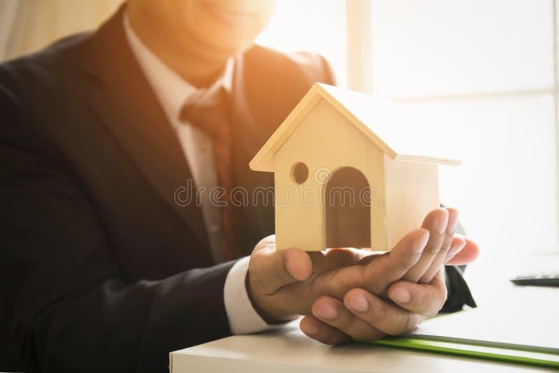 房地产成交和长期投资股份单 库存照片
